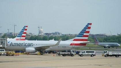American Airlines, una de las compañías más afectadas por la pandemia, informó que está recuperando muchos de los vuelos que había cancelado (REUTERS/Kevin Lamarque/File Photo)