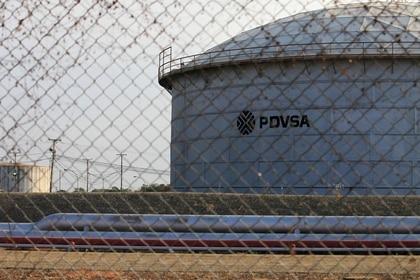 Foto de archivo ilustrativa del logo de PDVSA en una instalación petrolera en Lagunillas.  Ene 29, 2019. REUTERS/Isaac Urrutia