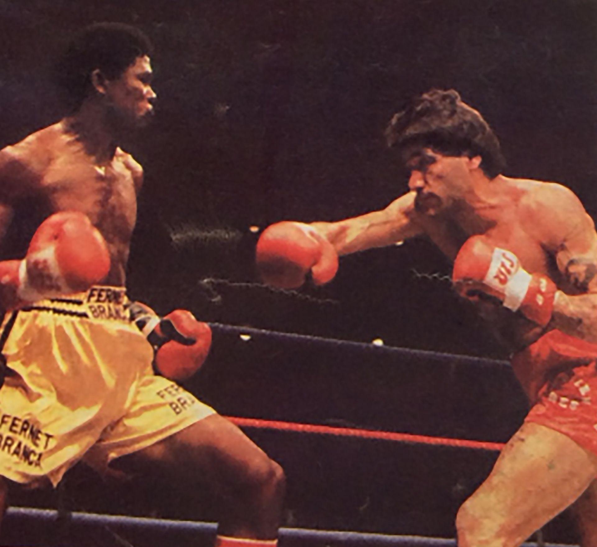 Romero en su última pelea, con el venezolano Fulgencio Obelmejías, donde perdió la oportunidad de pelear por el título del mundo.