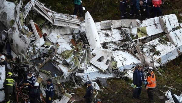 Los restos del avión de LaMia que transportaba al equipo del Chapecoense (AFP)