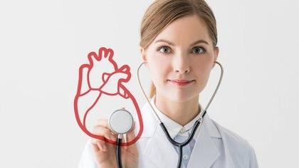 La enfermedad coronaria no distingue clase social ni sexo, y cada vez se observa en gente más joven (Getty)