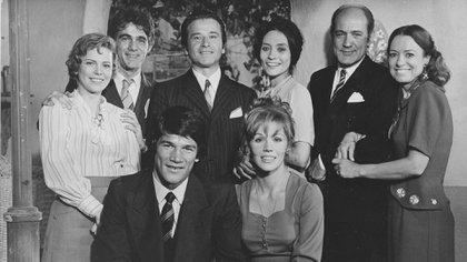 Carlos Monzón, Susana Giménez y parte del elenco La Mary