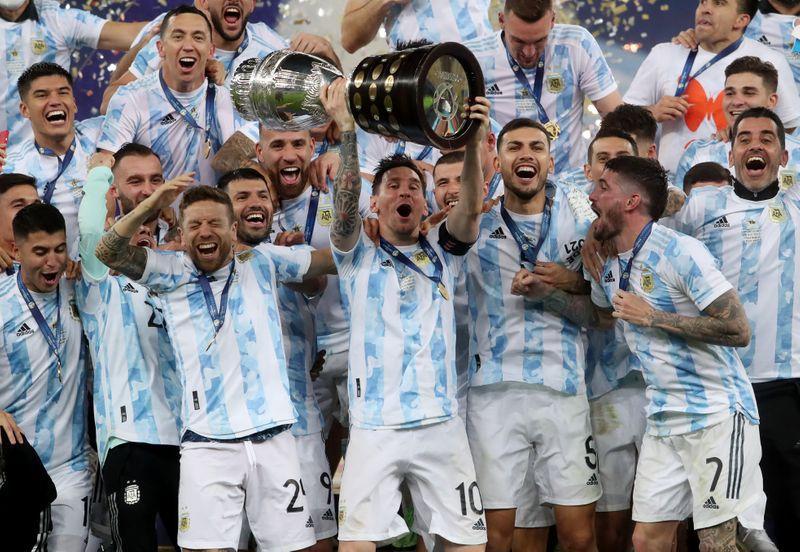 Argentina viene de consagrarse campeón de América de la mano de Lionel Messi (REUTERS/Amanda Perobelli)