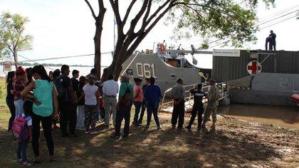 El buque multipropósito de la Armada asistió a las comunidades ribereñas a lo largo del Río Paraná. Foto: Gentileza DIMAE.