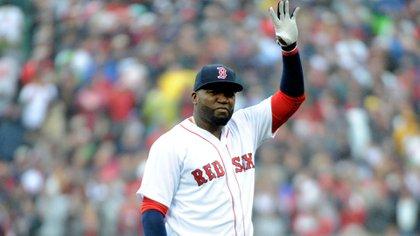 David Ortiz saluda durante su despedida como jugador en Boston (Reuters)