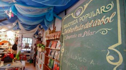 La biblioteca se encuentra en el Parque Saavedra de la ciudad de La Plata
