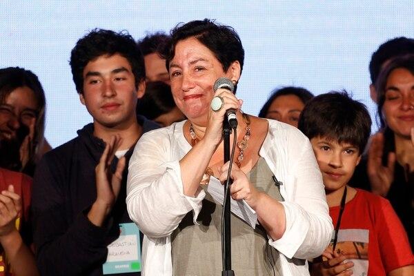 La candidata del Frente Amplio Beatriz Sanchez se dirige a los militantes (AFP/ Pablo VERA)