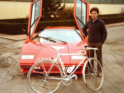 Pagani con un Lamborghini. Trabajó ocho años en la fábrica italiana (Pagani Automobili)
