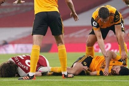 El delantero mexicano salió de la cancha en camilla tras recibir un duro golpe a finales de noviembre (Foto: John Walton/ Reuters)