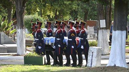 El cortejo fúnebre, en su llegada al cementerio