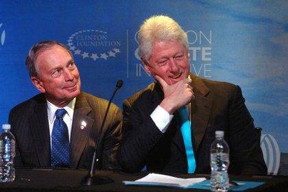 Michael Bloomberg junto al ex presidente Bill Clinton (Shutterstock)