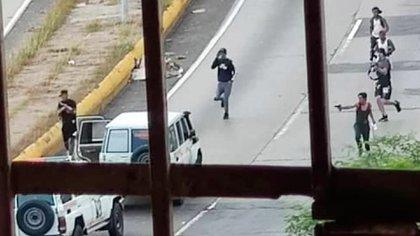 Violento enfrentamiento entre criminales y agentes de las fuerzas chavistas en Caracas
