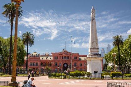 La Casa Rosada: Mauricio Macri se quiere quedar cuatro años más, mientras que Alberto Fernández va por su primer mandato. (shutterstock)