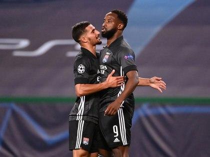 Moussa Dembelé marcó un 'doblete' para darle la victoria al Olympique Lyon ante Manchester City (REUTERS)