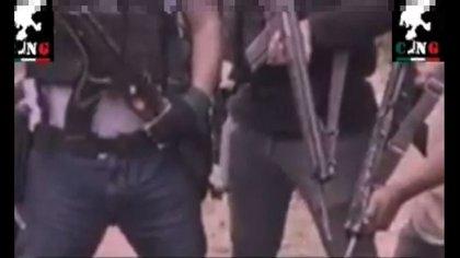 En redes sociales se dio a conocer un video de un interrogatorio del CJNG a un supuesto sicario del Cártel de Sinaloa (Foto: Captura de pantalla)
