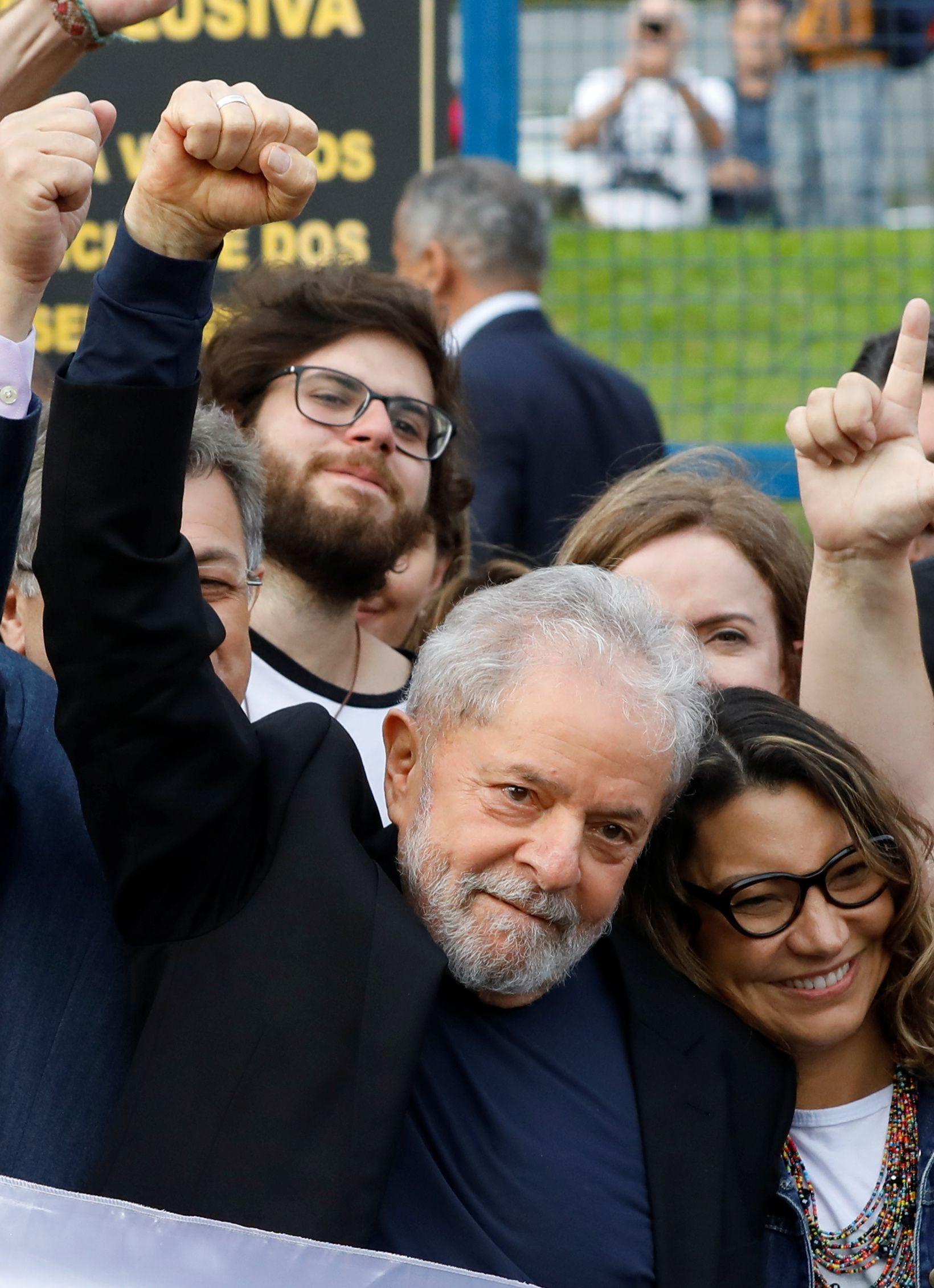 El ex presidente Lula Da Silva liberado de prisión en Curitiba (Reuters)