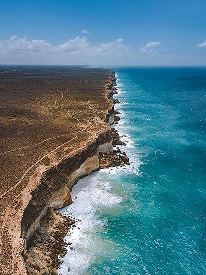 Sus aguas transparentes, sus arenas blancas y sus cielos celestes atraen a miles de turistas a diario (@Australia)