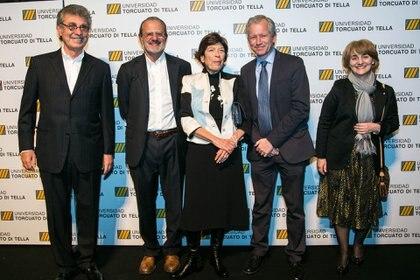 Hugo Sigman y su mujer Silvia Gold, fundadores de Grupo Indsud, junto a Roberto Vivo, Schargrodsky y Graciela Cairoli