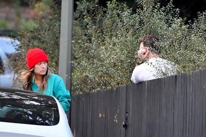 El reencuentro de Olivia Wilde y Jason Sudeikis en Los Ángeles, California, luego de anunciar su separación tras 10 años en pareja. Si bien no llegaron a casarse, estaban comprometidos desde 2012 y son padres de Daisy y Otis. Fueron encontrados por la prensa mientras mantenían un diálogo cordial por sus hijos en común