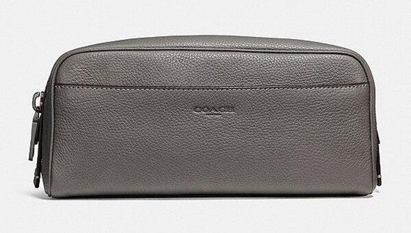 modelo de neceser en gris plata (Coach)