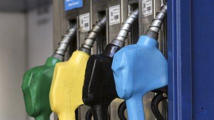 Los combustibles subieron más de 50% en un año