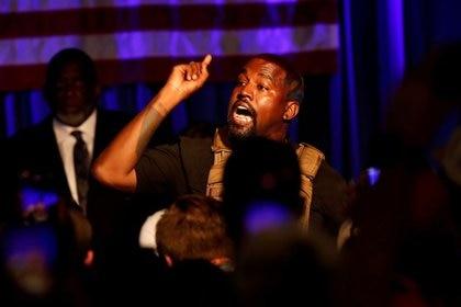 El rapero Kanye West realiza su primer mitin en el lanzamiento de su campaña por la presidencia de Estados Unidos en North Charleston, Carolina del Sur. Julio 19, 2020.  REUTERS/Randall Hill