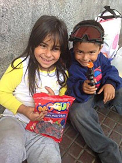 Con ropa nueva, juguetes y mucho cariño los Duarte volvieron a reconstruirse