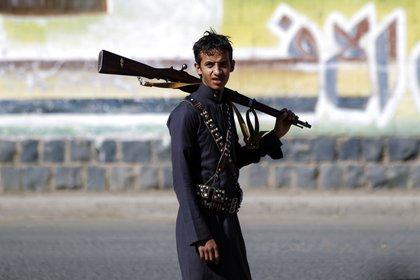 Un combatiente hutí en Yemen (AFP)