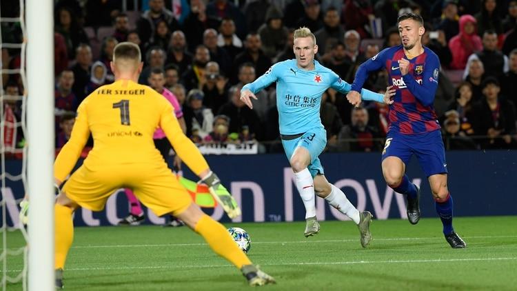 Clement Lenglet develó detalles del rol de Lionel Messi dentro del vestuario del Barcelona (Foto de Lluis Gene/ AFP)