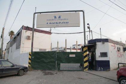 En abril, un frigorífico de Quilmes fue clausurado tras la aparición de casos de coronavirus. Un trabajador falleció. (Foto: Municipalidad de Quilmes)