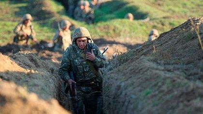 Soldados armenios en la región de Tavush, durante los enfrentamientos con Azerbaiyán (Armenian Defense Ministry Press Service/PanPhoto via AP)