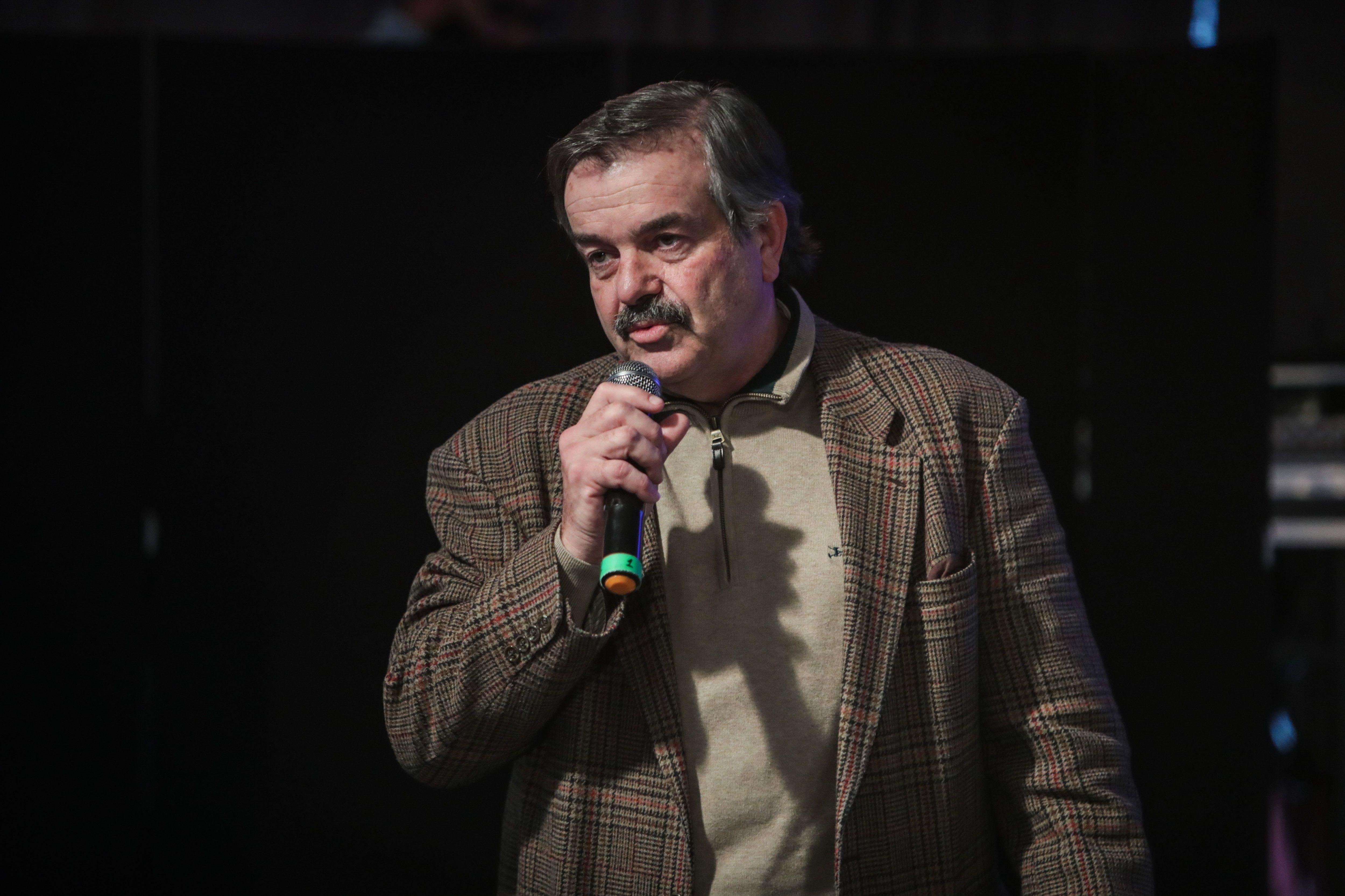 El ministro de Agricultura, Ganadería y Pesca de Uruguay, Carlos María Uriarte, participa de una mesa de debate sobre el futuro de la carne uruguaya en la Expo Prado de Montevideo (Uruguay). EFE/Federico Anfitti