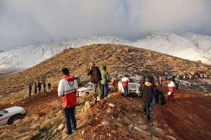 Rescatistas en el lugar del accidente (AFP)