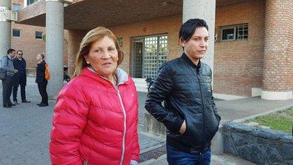Gómez, saliendo del juicio en su contra (La Voz)