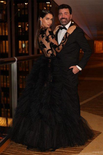 Zaira Nara junto al diseñador Javier Saiach, que la vistió para la ocasión