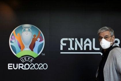 Hasta el momento, la Eurocopa 2020 sigue vigente (Reuters)