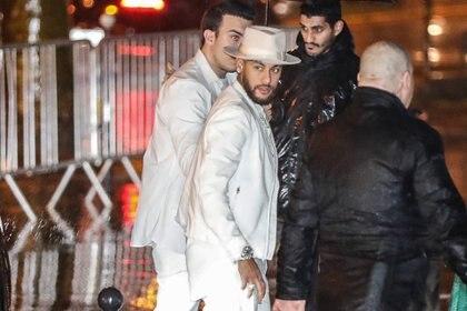 Neymar, en el momento en el que ingresó a su fiesta (Zakaria ABDELKAFI / AFP)