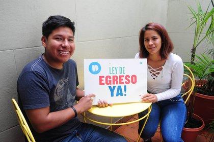 Después de tanta espera, David y Mariana celebraron la reglamentación de la ley de egreso