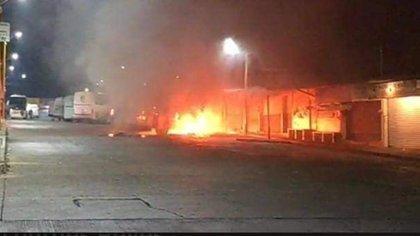 Crimen organizado habría iniciado narcobloqueos en Acayucan, Veracruz (Foto: Twitter @palaciosruben23)