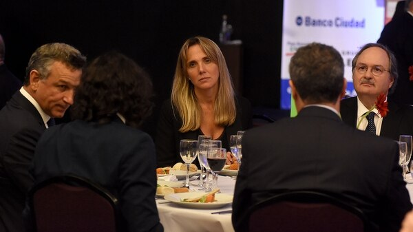 La senadora Gladys González, en la cena de ADEPA