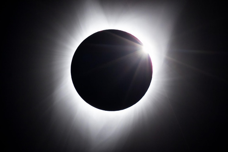 El eclipse llegando a la totalidad en Jackson, Wyoming (JIMMY CHIN)