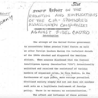 Uno de los archivos habla del famoso traje de buzo contaminado con que se iba a atacar a Castro.