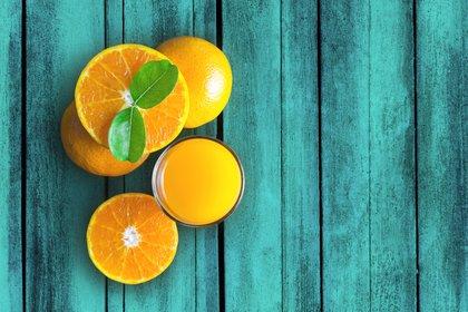 Es mejor comer la fruta entera que en jugos (Shutterstock)