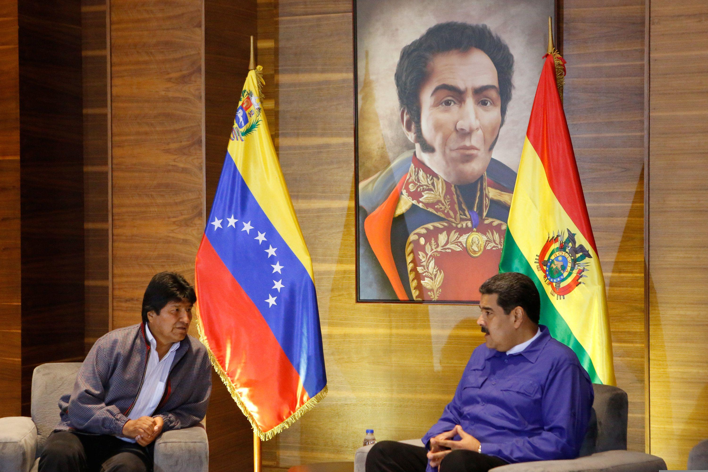 Maduro y Morales tras una reunión en Maiquetía, Venezuela, el 1 de febrero de 2019 (Palacio de Miraflores/Documento vía REUTERS)