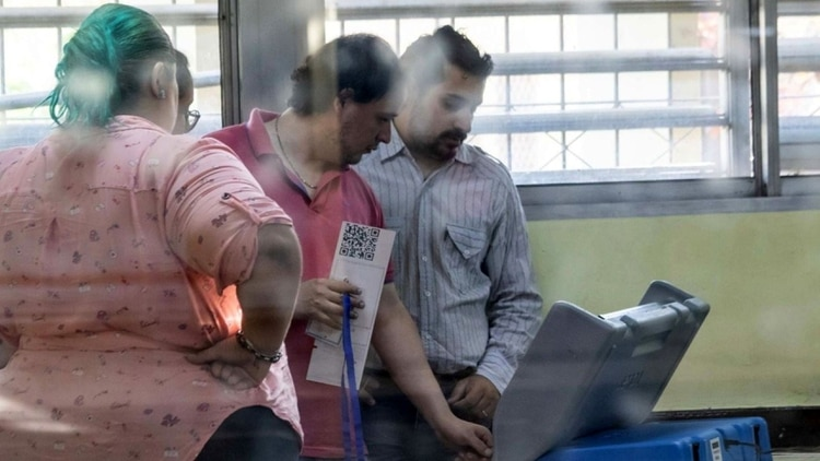 En alguna de las escuelas chaqueñas se utilizó el voto electrónico (Telam)