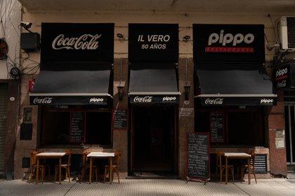 El local del restaurante Pippo en Paraná 356 sigue abierto. Sus empleados piden que se informe. Dicen que mucha gente dejó de ir al enterarse que había cerrado el otro salón. (Foto: Franco Fafasuli)