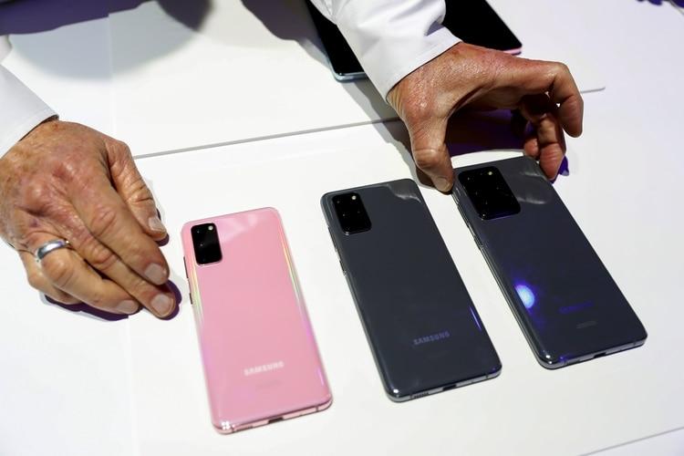 (Izquierda a derecha) Samsung Galaxy S20, S20 Plus y S20 Ultra (REUTERS/Stephen Lam)