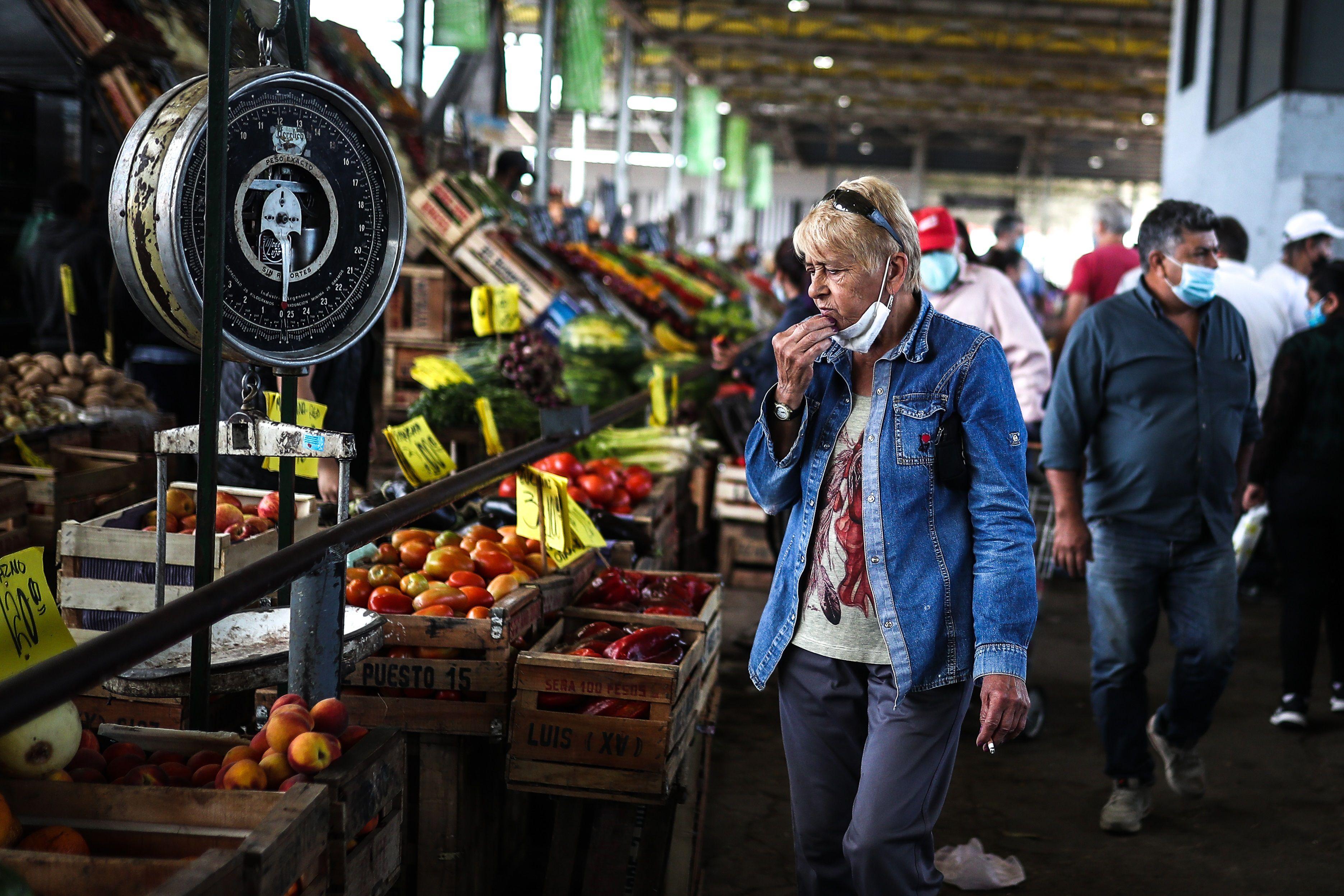 La participación del productor en el precio final disminuyó 8,2%, de 26,7% en diciembre a 24,5% en enero. (Foto: EFE/Juan Ignacio Roncoroni)