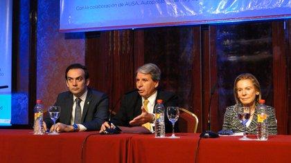 En el centro, el procurador Gabriel Astarloa