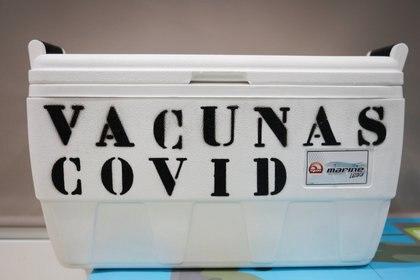 A box to keep the cold chain of Pfizer-BioNTech and Moderna COVID-19 vaccines is seen at the Spanish pharmaceutical distributor 'Bidafarma' Granada warehouse, amid the coronavirus disease (COVID-19) outbreak, in Santa Fe, near Granada, southern Spain February 1, 2021. REUTERS/Jon Nazca